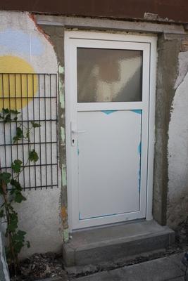 Garage: Tür eingebaut!