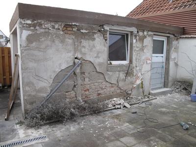 Garagenwand: Oberputz entfernt