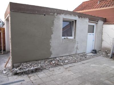 Garagenwand: Erste Lage Putz